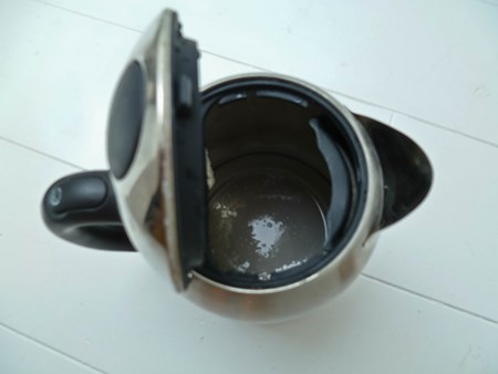 Как убрать накипь в чайнике народными средствами