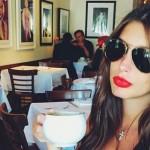 Кэти Топурия в кафе