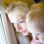 Перелеты с ребенком: что взять с собой для комфорта мамы и малыша