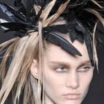 Украшения для волос с перьями: модно и стильно