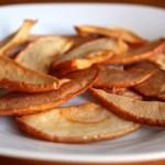 Как сушить яблоки на зиму дома в духовке и микроволновке