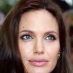 Костюм Анджелины Джоли испугал ее сына до слез