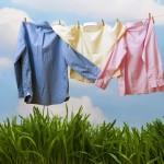 Как правильно стирать: кроссовки, пуховики и деликатные вещи