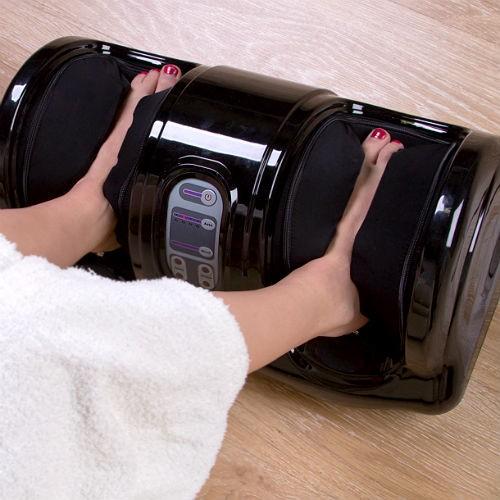 ноги в автоматическом массажере