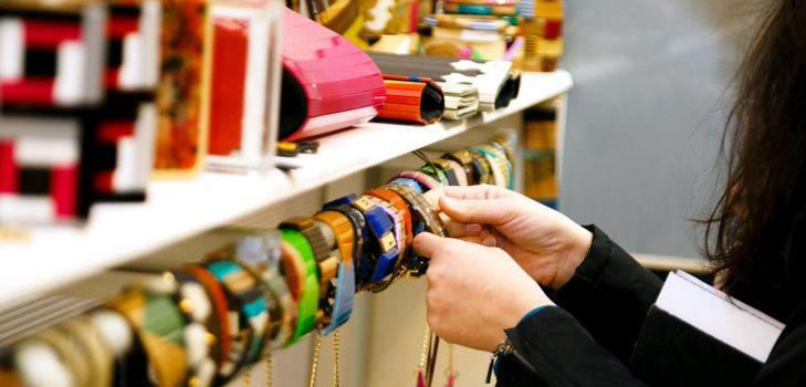 Модные аксессуары весной и летом 2015 - тенденции, шарфы, очки, сумки
