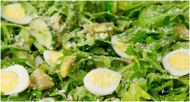 руккола с яйцами