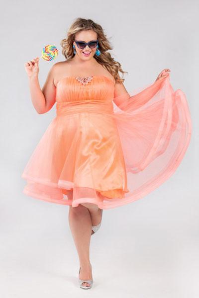 Новогодние платья ярких цветов - тренд предстоящего сезона