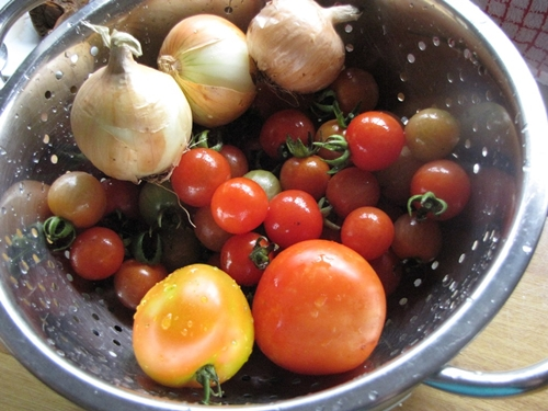 Есть много рецептов, как закрыть банки с помидорами на зиму, и в этой статье вы узнаете некоторые способы приготовления.